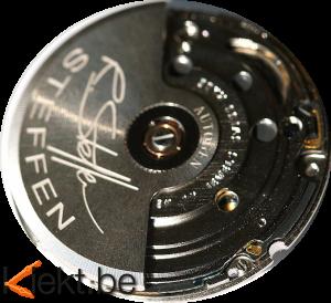 Eta Autoquartz binnenwerk komende uit een Belgisch Steffen horloge. Werking kinetische horloge. Horlogemaker Turnhout