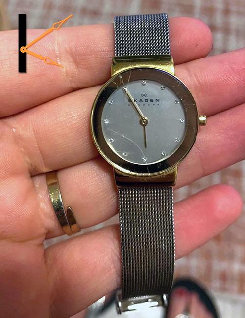 Krassen op je mooie Skagen horloge? Wij vervangen deze met originele onderdelen, ook als er een gouden rand op zit.
