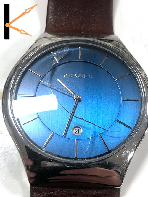 Glas Skagen horloge kapot zonder te stoten of te laten vallen. Wij repareren deze met originele onderdelen.